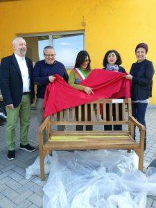 Gino Fanelli presidente di Helpis onlus inaugurazione panchina gialla a San Martino Siccomario