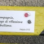 panchina gialla di Helpis a Albisola Superiore