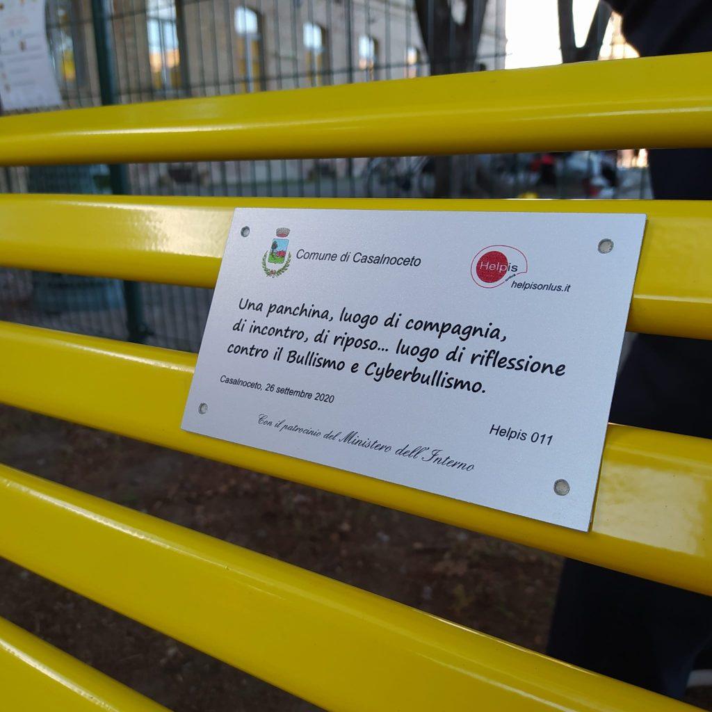 La panchina gialla di Helpis contro il bullismo