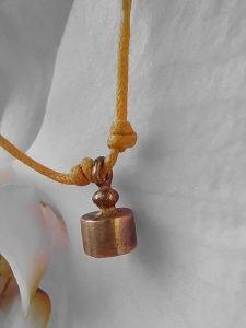 1 grammo di rispetto il bracciale giallo di Helpis contro il bullismo